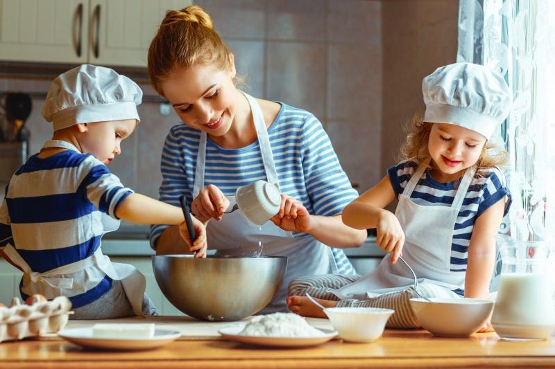 Zabavne i korisne porodične aktivnosti: Naučite dijete da kuha