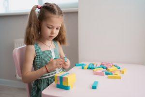 Kako naučiti dijete da se samo igra