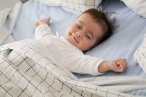 Zašto se bebe smiješe u snu?