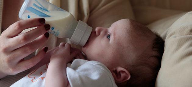 Kako hraniti bebu na bočicu