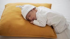 Kada bebe mogu spavati na stomaku?
