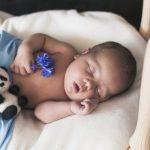 Zašto se bebe smiju u snu